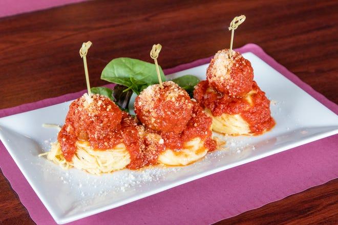 Nidi di spaghetti e polpette serviti alla Sala by Fratelli's di Quincy giovedì 12 agosto 2021.