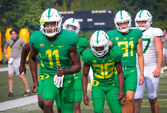 Trikweze Bridges (11) is among the players battling for Oregon's second starting cornerback position.