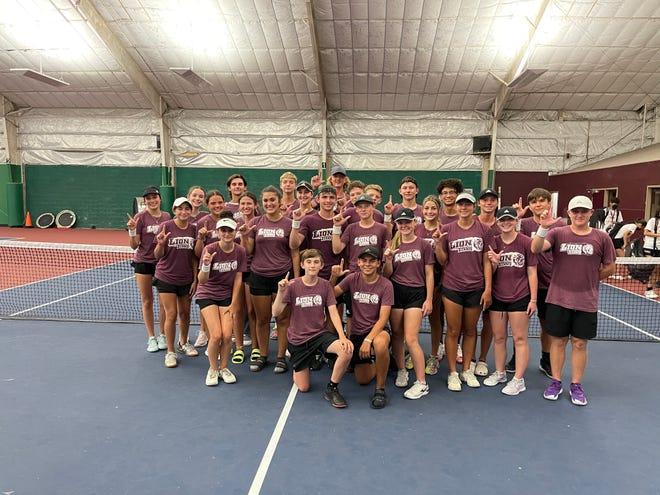 The Ennis varsity tennis team poses for a photo.