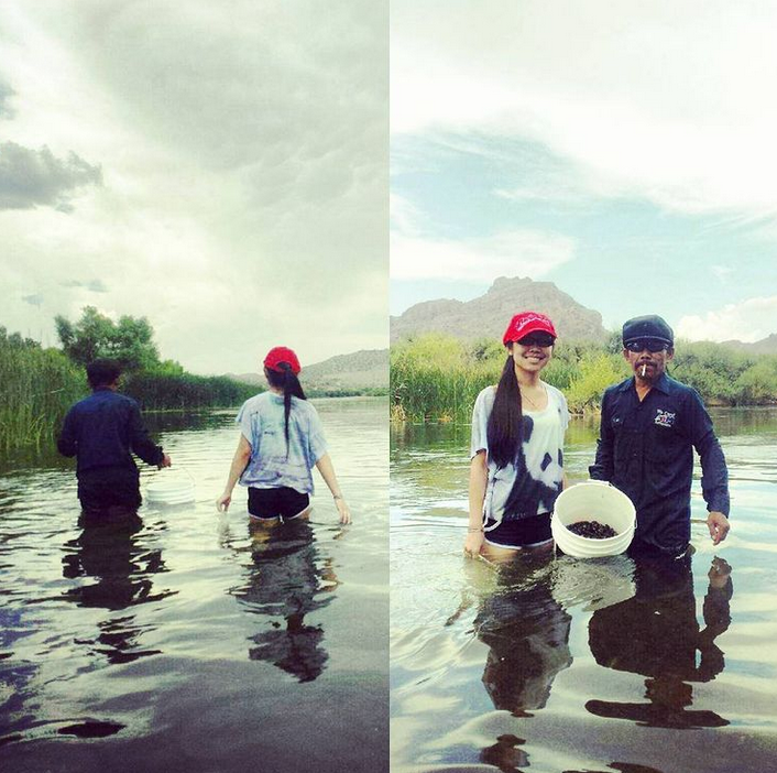 Staphany Pich and her father clam digging in Arizona in 2016.