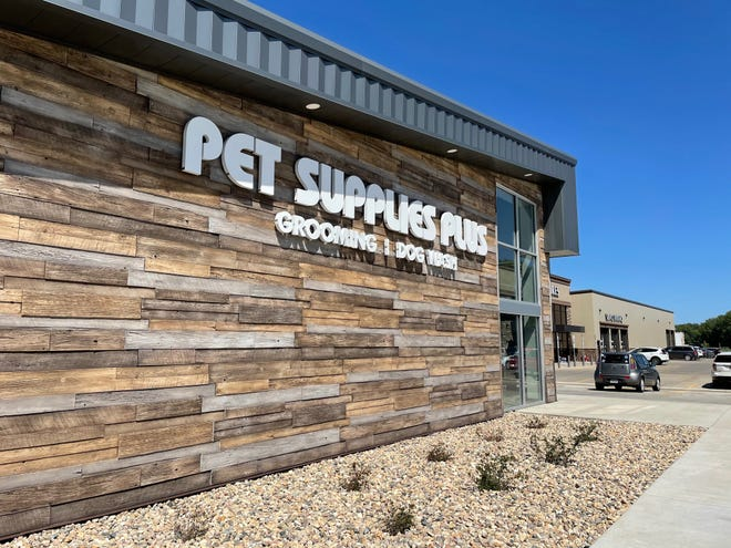 Pet Supplies Plus is now open on the west side of Sioux Falls.