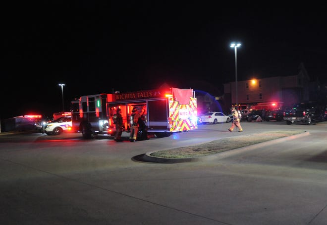 Multiple WFFD units worked a fire at an apartment complex on Lake Park Drive early Friday