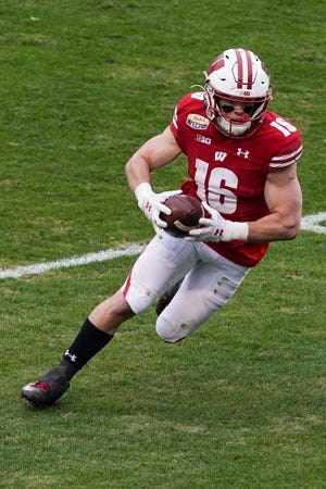 Wisconsin Badgers wide receiver Jack Dunn runs the ball against Wake Forest on Dec. 30, 2020.