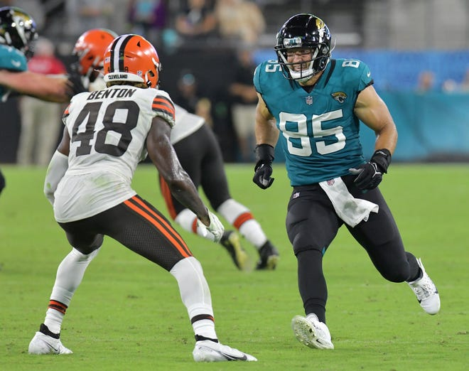 Jacksonville Jaguars tight end Tim Tebow (85) tries to get open while being defended by Cleveland Browns safety Elijah Benton (48) during fourth quarter action.