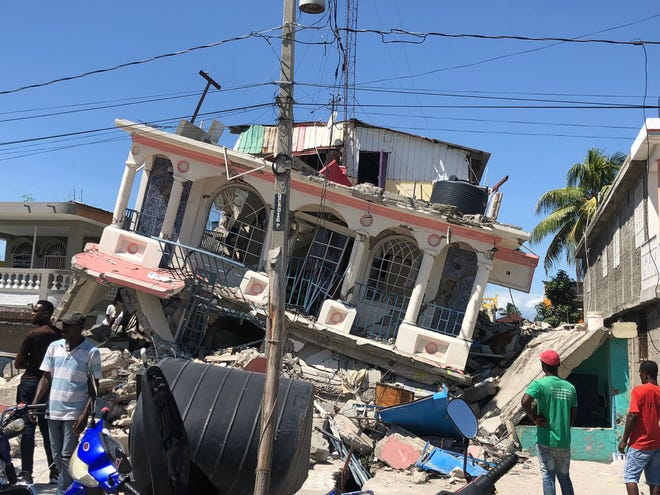 Image taken with a mobile device shows a damaged building after the earthquake in Les Cayes, Haiti, on Aug. 15, 2021. The death toll has risen to 724 in a strong earthquake that struck Haiti on Saturday morning, the nation's civil protection authorities said in a statement on Sunday. According to Haiti's civil protection services, there are more than 2,800 injuries that have been recorded so far from the earthquake. (Katherine Hernandez/Xinhua via ZUMA Press/TNS)