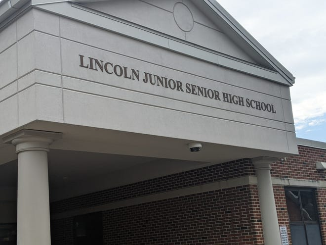 The Lincoln High School class of 1962 recently held their 59th reunion