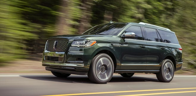 The 2022 Lincoln Navigator's Central Park Black Label package features Manhattan Green exterior paint and interior touches meant to evoke the famous park.