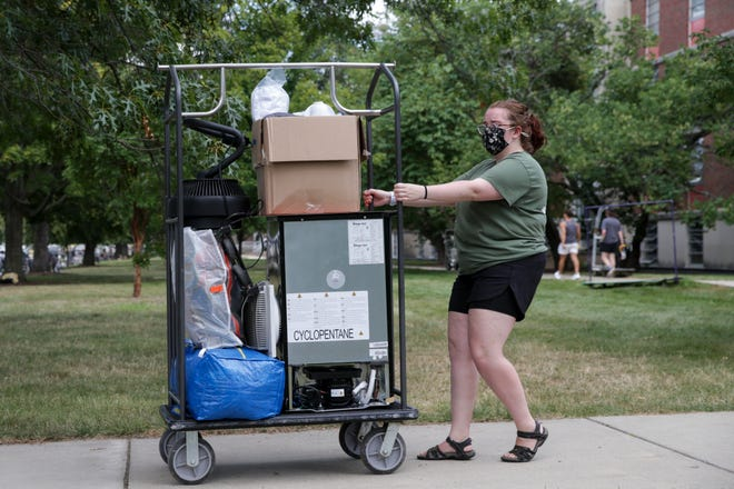 A volunteer helps a Purdue University freshman move into their dorms, Monday, Aug. 16, 2021 in West Lafayette.