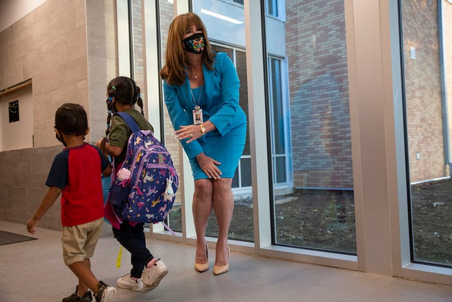 Austin ISD Superintendent Stephanie Elizalde welcomes children back to school during the first day of school at Sanchez Elementary School on Tuesday, Aug. 17, 2021.