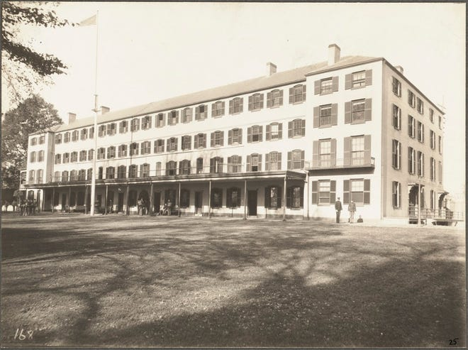 Here are the Navy Yard barracks as they appeared in 1898.
