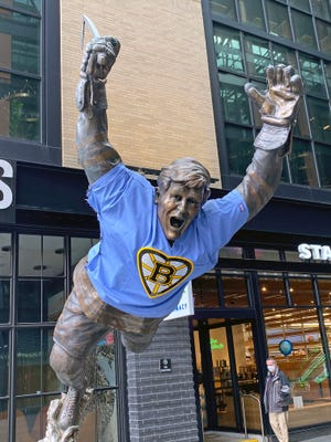 The Bobby Orr statue at the Garden was paying attention to the COVID-19 safety guidelines last year.