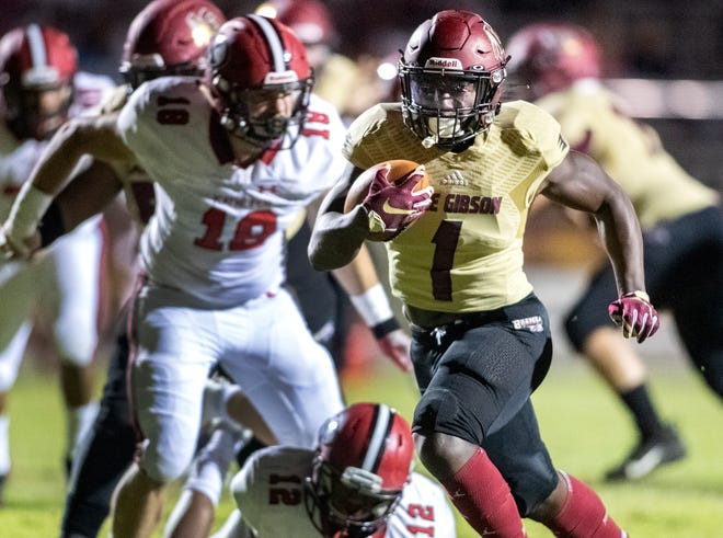 Lake Gibson Jaylon Glover (1)  races into the Kathleen end zone for a touchdown during first half action at Lake Gibson in Lakeland Fl. Friday October 30, 2020. ERNST PETERS/ THE LEDGER