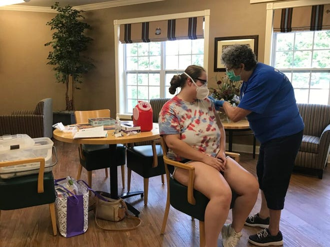 Regina Murdock, a registered nurse with D&H Drugstore, administers a dose of the Pfizer vaccine to Kali Lindsay, a dietary aide, on Aug. 6, 2021 at clinic at the Neighborhoods by TigerPlace in Columbia, Mo. Photo by Tessa Weinberg/Missouri Independent