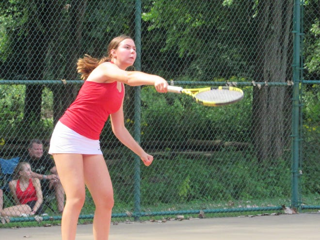 Sophomore Liz Hohlefelder is expected to see time at singles and doubles for Watterson. The Eagles are looking to extend their string of three consecutive CCL championships.