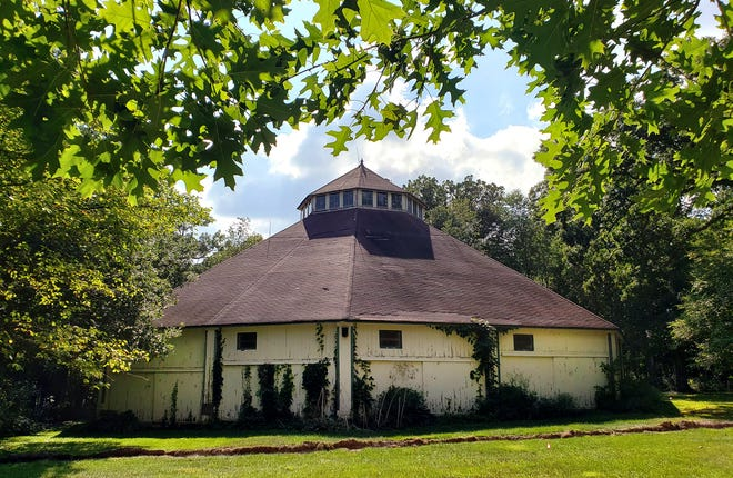 The Freeport Park District signed a lease to a nonprofit called Save the Tabernacle Inc. at its meeting Tuesday, Aug. 17, 2021. The restoration of the landmark tabernacle will now be in the nonprofit's hands.