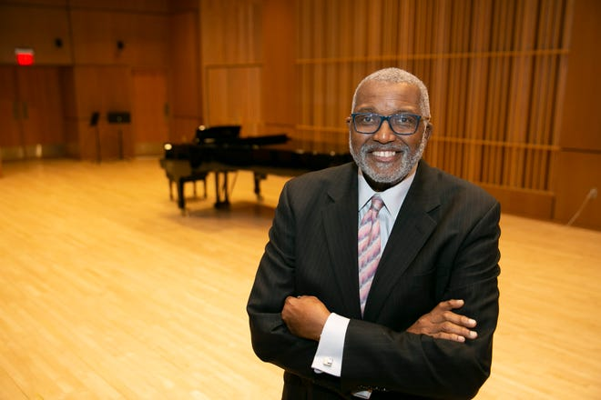 Marvin Curtis will hold auditions for the South Bend Symphonic Choir on Monday and Sept. 13 at St. Michael and All Angels Episcopal Church.