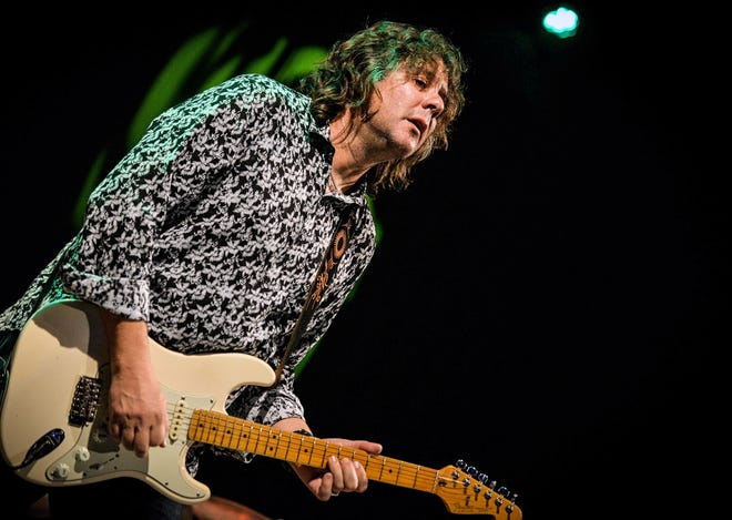 As part of a national tour, blue/rock guitarist and singer Sean Chambers will perform a free concert Aug. 29 at Earl's Hideaway in Sebastian.