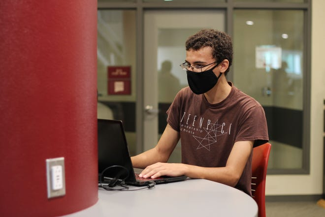 Brock Dubois, a senior at Arrowhead Park Early College High School, works in between classes on the first day of the year at New Mexico State University on Aug. 18, 2021.