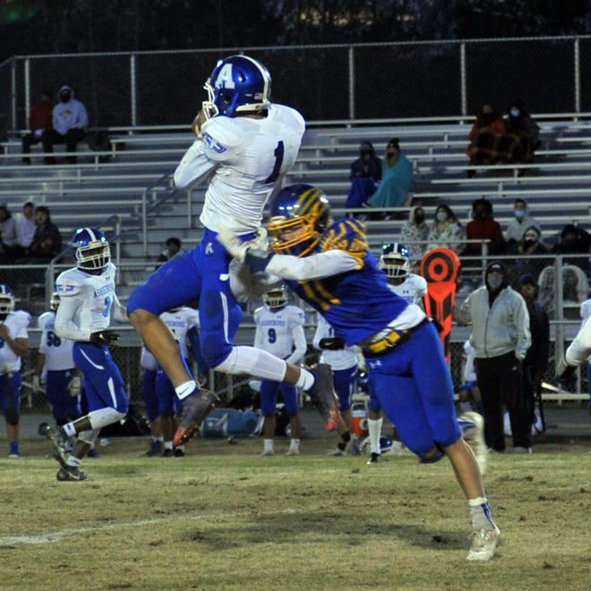 Asheboro's Khyland Hadley-Lindsay makes a catch against Southwestern Randolph in the spring. [Mike Duprez/Courier-Tribune]