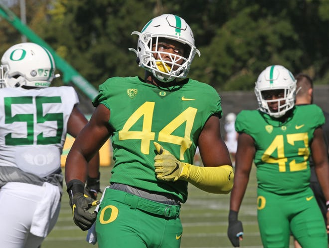 Oregon's Bradyn Swinson (44) works out with the Ducks during fall camp.