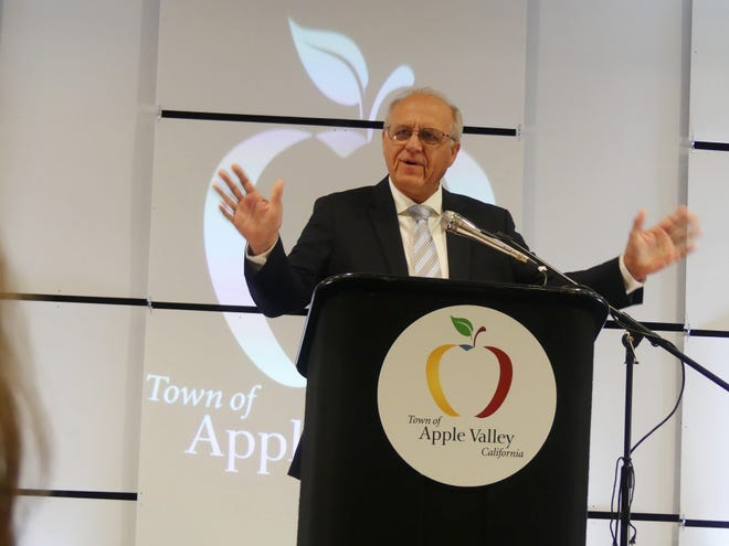 Apple Valley Mayor Curt Emick addresses the audience during the annual State of the Town held Wednesday, Aug. 18, 2021.