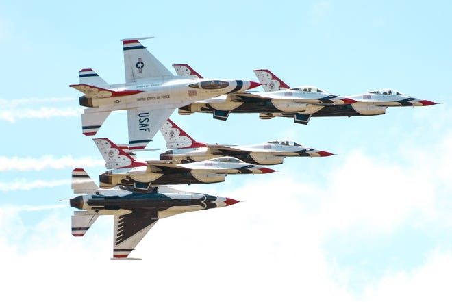 The United States Air Force Thunderbirds fly into Battle Creek in 2016.