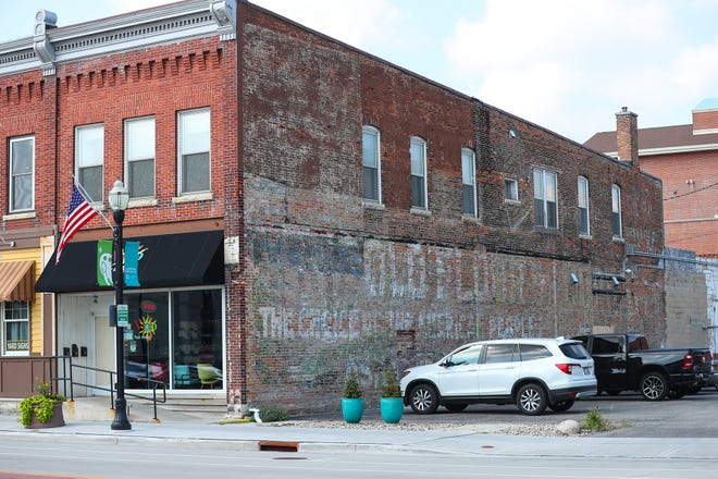 Fond du Lac Downtown Partnership is looking for artists to create a mural for the side of the building at 82 N. Main Street in Fond du Lac. The project is part of Downtown Artwork- a public art initiative focused on creating vibrant spaces for residents and visitors to enjoy, as well spur economic development.