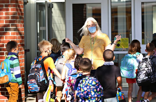 Para professional aide Jackie Dommel greets students as they arrive on the first day of school at Valley View Elementary School in Spring Garden Township, Thursday, Aug. 19, 2021. Dawn J. Sagert photo