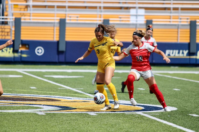 Lauryn Arruda assisted on both goals in Kent State's 2021 season-opening victory at Cleveland State on Thursday.