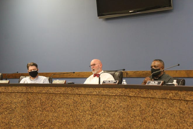 Mayor Harris and the town council members each made their individual opinions public during the meeting.