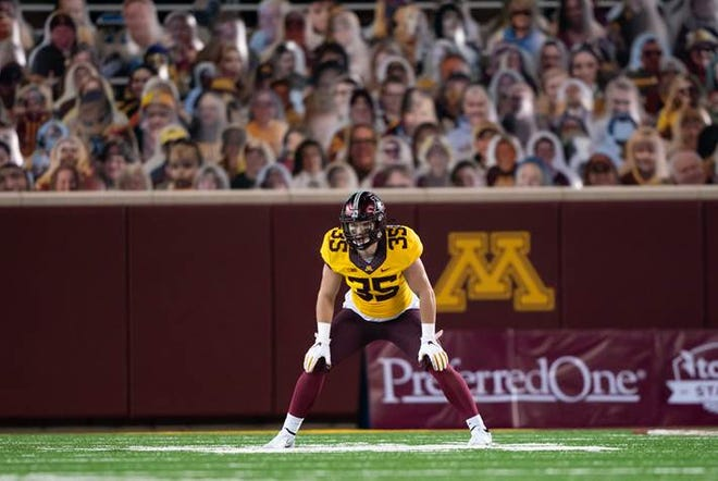 Former Southern Door star Derik LeCaptain has been awarded a scholarship at the University of Minnesota.