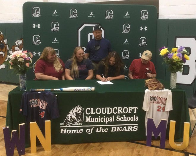 Kaylee Hickman signs her letter of intent to play softball for Western New Mexico University.