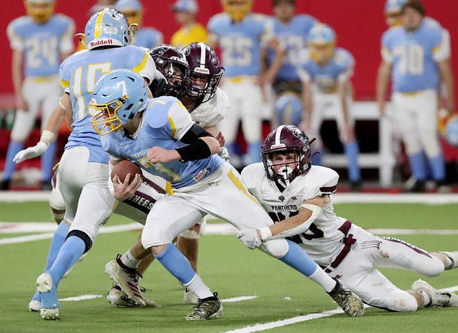 Hamlin running back Luke Fraser (7), shown in last year's state Class 9AA championship game against Platte-Geddes, is one of the Public Opinion's top performers from the opening week of the 2021 high school football season. Fraser scored five touchdowns in the Chargers' 66-12 win over Britton-Hecla.