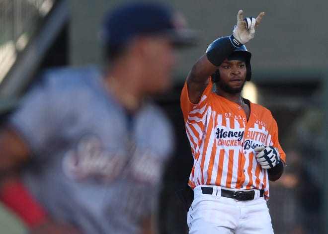 Hooks' Corey Julks gestures to the crowd against San Antonio Missions, Friday, Aug. 20, 2021, at Whataburger Field.