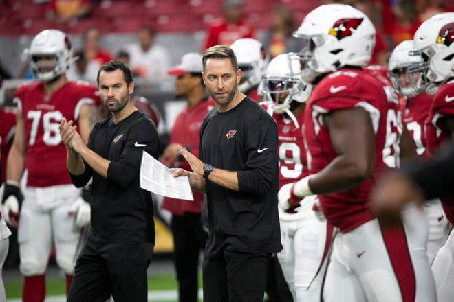 Cardinals head coach Kliff Kingsbury looks on before the start of the preseason game against the Chiefs at State Farm Stadium in Glendale on August 20, 2021.