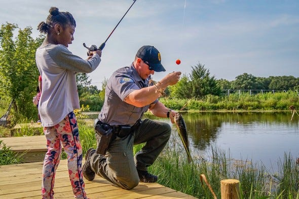 Missouri Department of Conservation's Discover Nature Fishing workshops help instill basic fishing skills and knowledge that provide children and families fun adventures in Missouri's outdoors for years to come. Register to attend an upcoming series of fishing workshops near you.