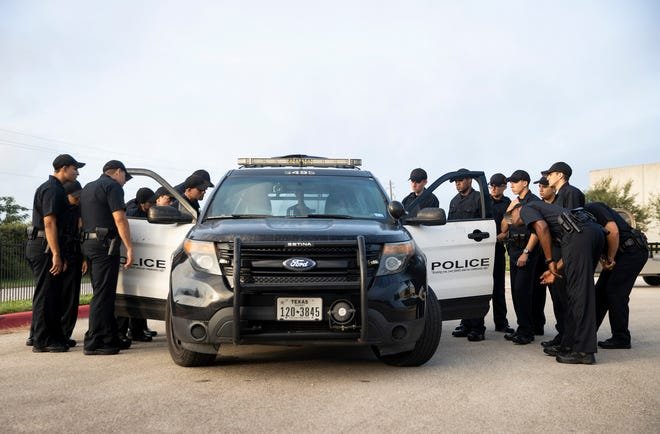 Cadets look at a patrol car during a training exercise for making traffic stops at the the Austin Police Department's Roy Butler Police Training Academy on August 20. [AMERICAN-STATESMAN/FILE]