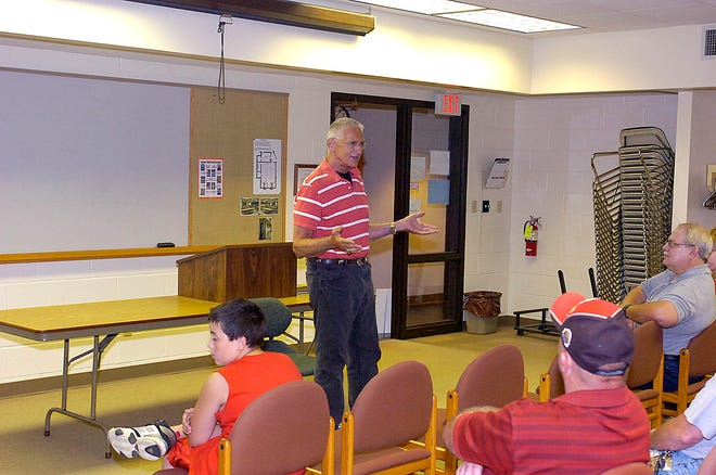 Dick Shaftrath, who passed away earlier this month, talks with crowd at Ashland county library on July 18, 2007. He was there to speak about his new book and sign copies.