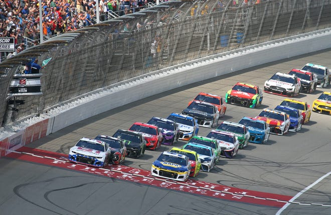 Chase Elliott, right, leads the field to the green flag of Sunday's FireKeepers Casino 400 at Michigan International Speedway.