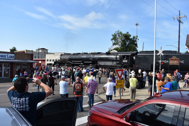 A crowd of more than 200 watched the arrival of the Pacific Big Boy steam engine in Plaquemine on Friday.