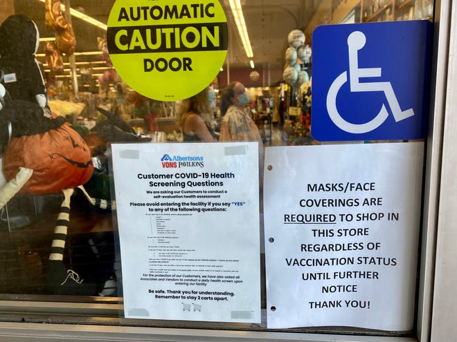 This Vons in Ojai and other businesses are posting signs that reflect Ventura County's new mask mandate.