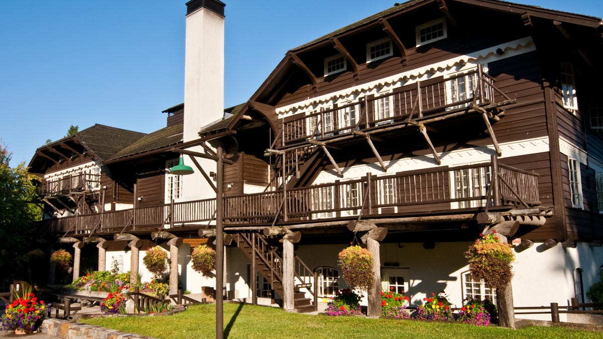 The most beautiful national park lodges in Glacier, Yellowstone, Yosemite, Grand Canyon