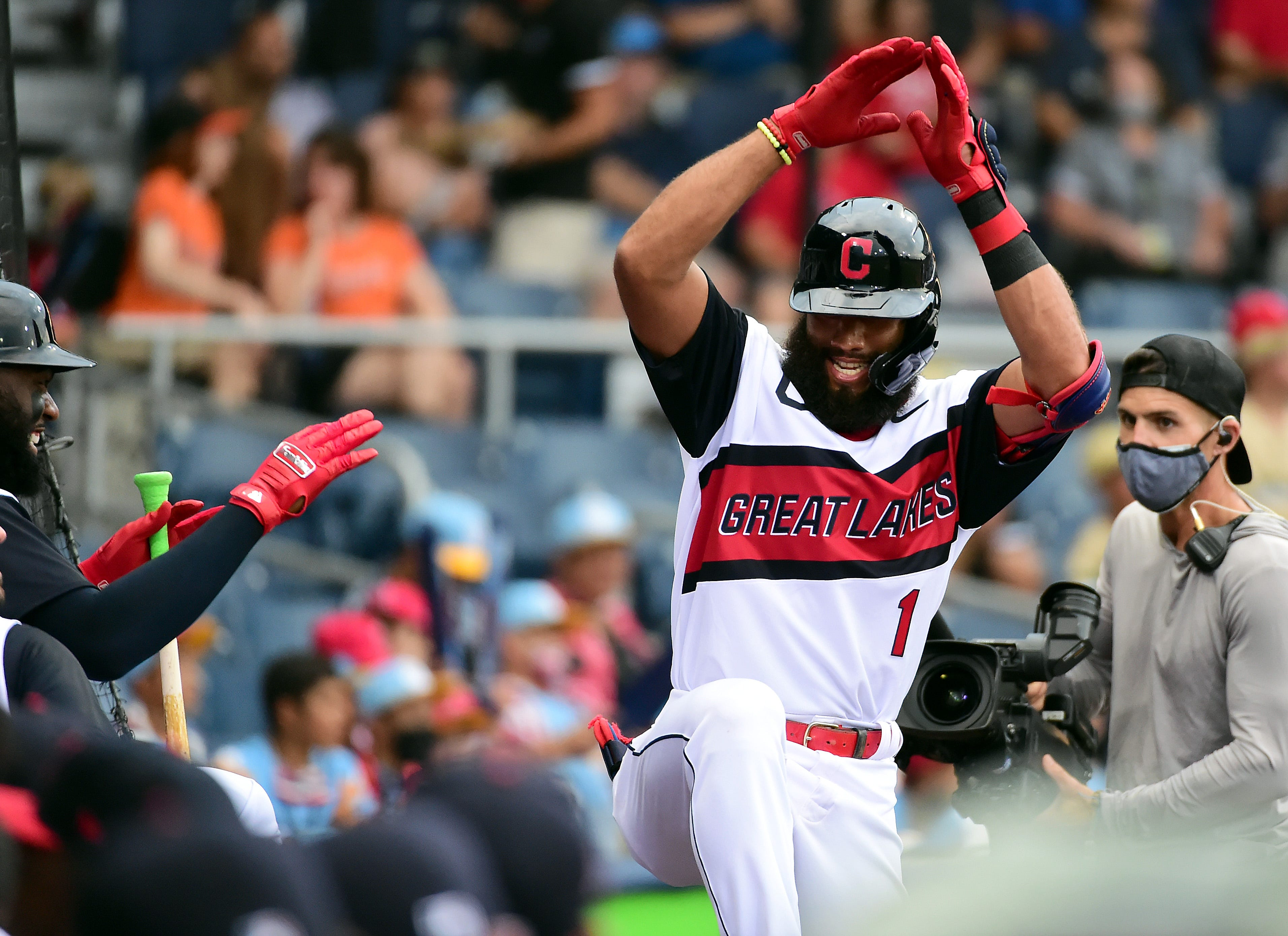 Whatever it takes to draw them in : Major leaguers relish opportunity to play in front of Little Leaguers