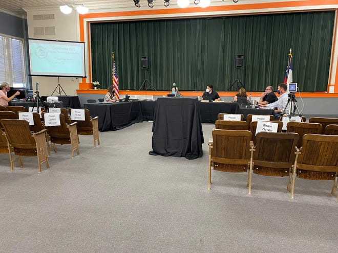 A proposal by school board member Chris Hinnant for campus-specific mask mandates at Smithville district schools died Monday night after receiving no support from other school board members.