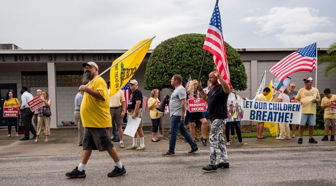 People protest mask mandates outside the Lake County School District office in Tavares on Monday, Aug. 23, 2021. [PAUL RYAN / CORRESPONDENT]