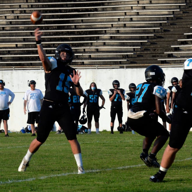 Oak Grove quarterback Josh Yokeley throws a pass in a scrimmage with Randleman. [Mike Duprez/The Dispatch]
