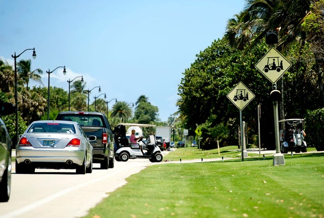 There is a crosswalk for golf carts and pedestrians crossing South Ocean Boulevard at the Par 3 Palm Beach course. An 83-year-old man died June 8 after a crash between a golf cart and a car near the course. MEGHAN McCARTHY/Palm Beach Daily News