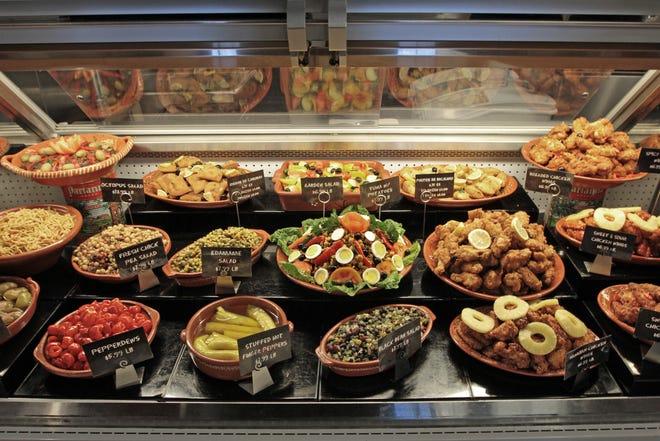 Alimentele proaspete completează cazul alimentelor delicioase de pe piața portugheză din Fall River.