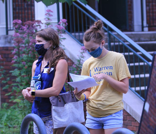 Warren Wilson students and families follow the school's mask policy for residents and visitors when moving about campus.