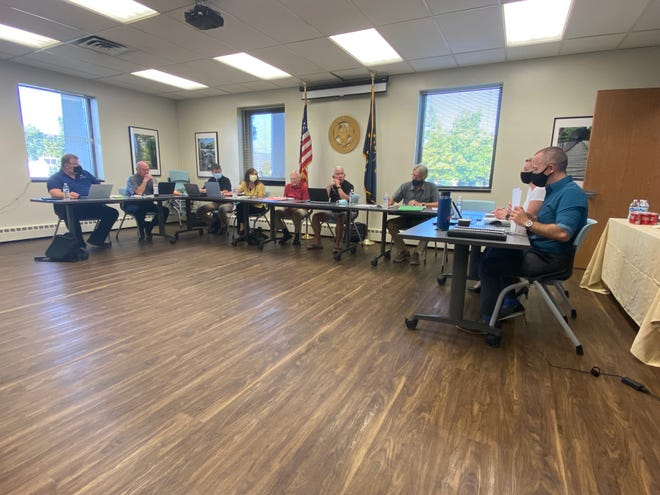 Mayor Dave Snow (right) and Controller Emily Palmer begin Monday's Committee of the Whole meeting with Richmond Common Council members Doug Goss (from left), Jeffrey Locke, Jeff Cappa, Jane Bumbalough, Larry Parker, Gary Turner and Bill Engle. Lucinda Wright participated remotely.